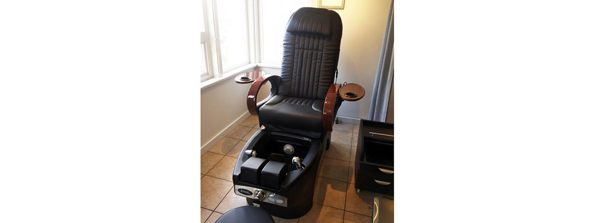 Pedicure with massage chair Vancouver BC, massage chair pedi vancouver.